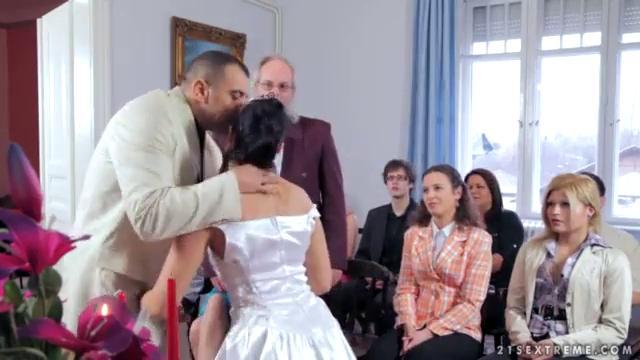 секс невесты за долг видео делаю